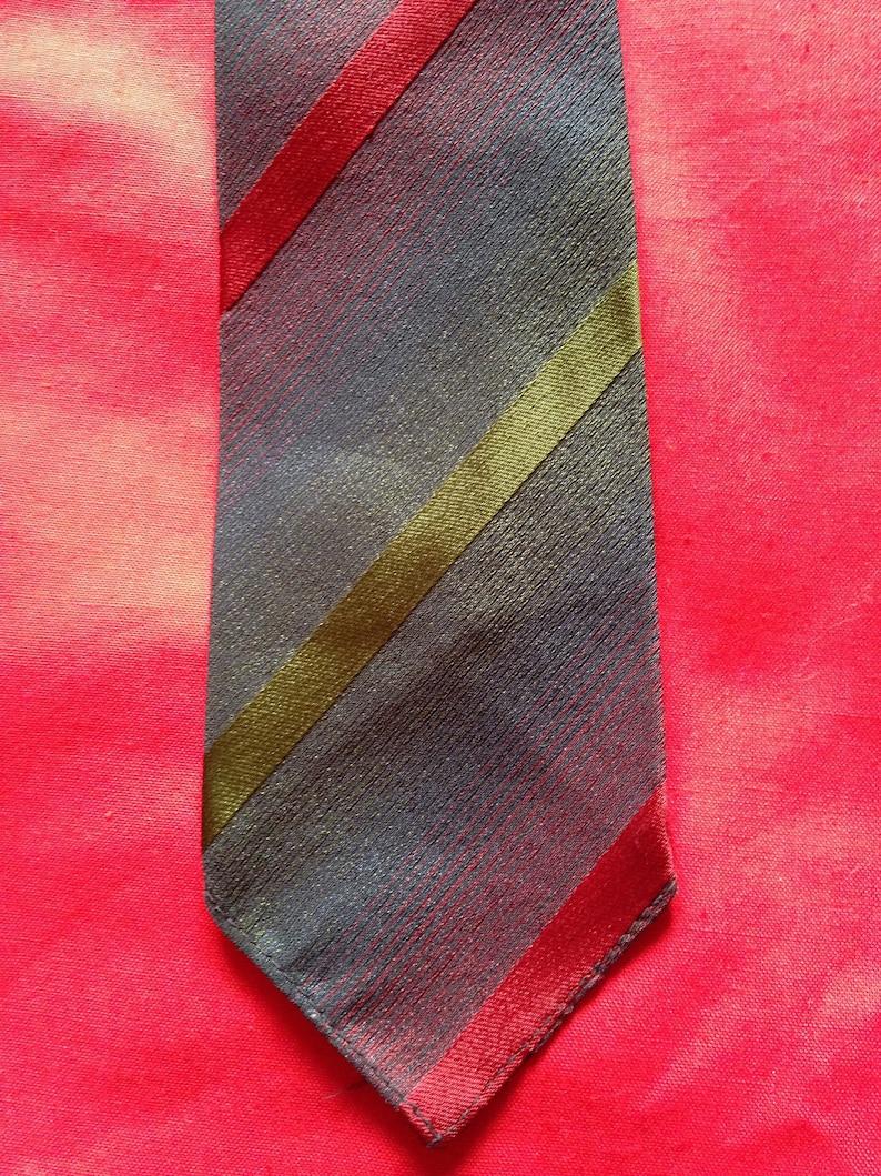 Vintage 1960s Men's neck tie in red green & blue grey image 0