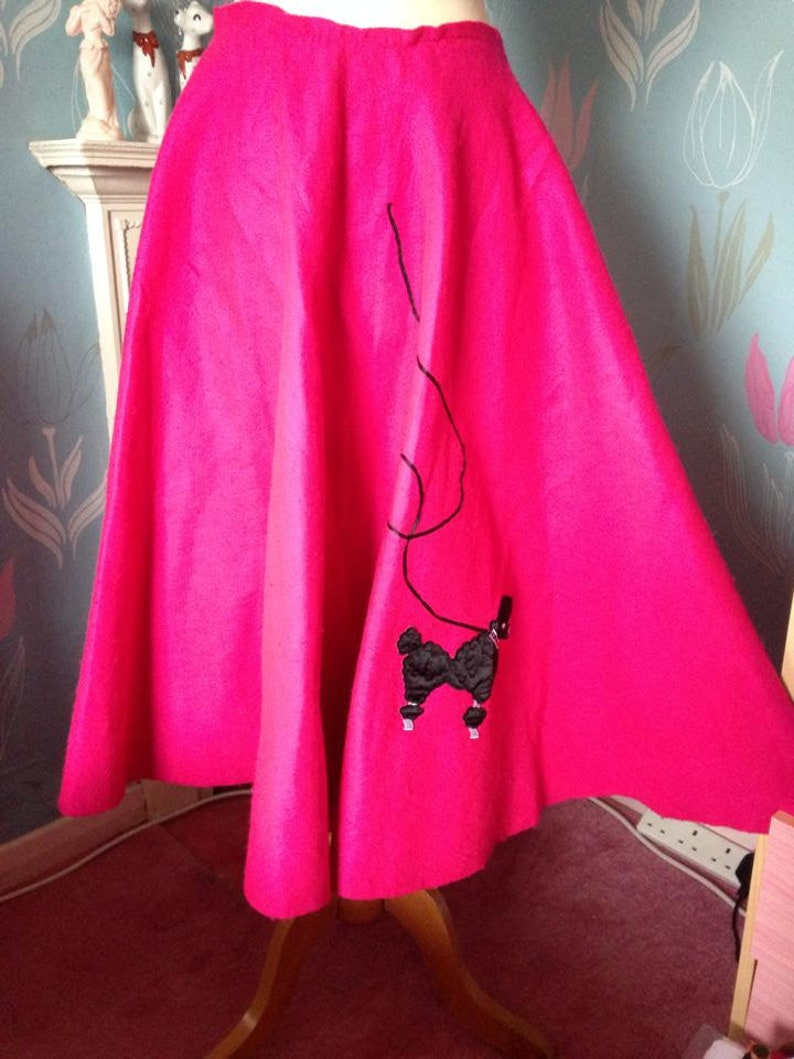 1950s style bright pink full circle skirt poodle skirt. Rock image 0