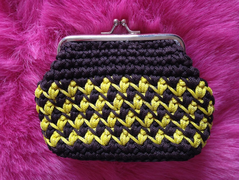 Vintage 1960s 1970s Brown & Yellow Coin Purse. Knitted image 0