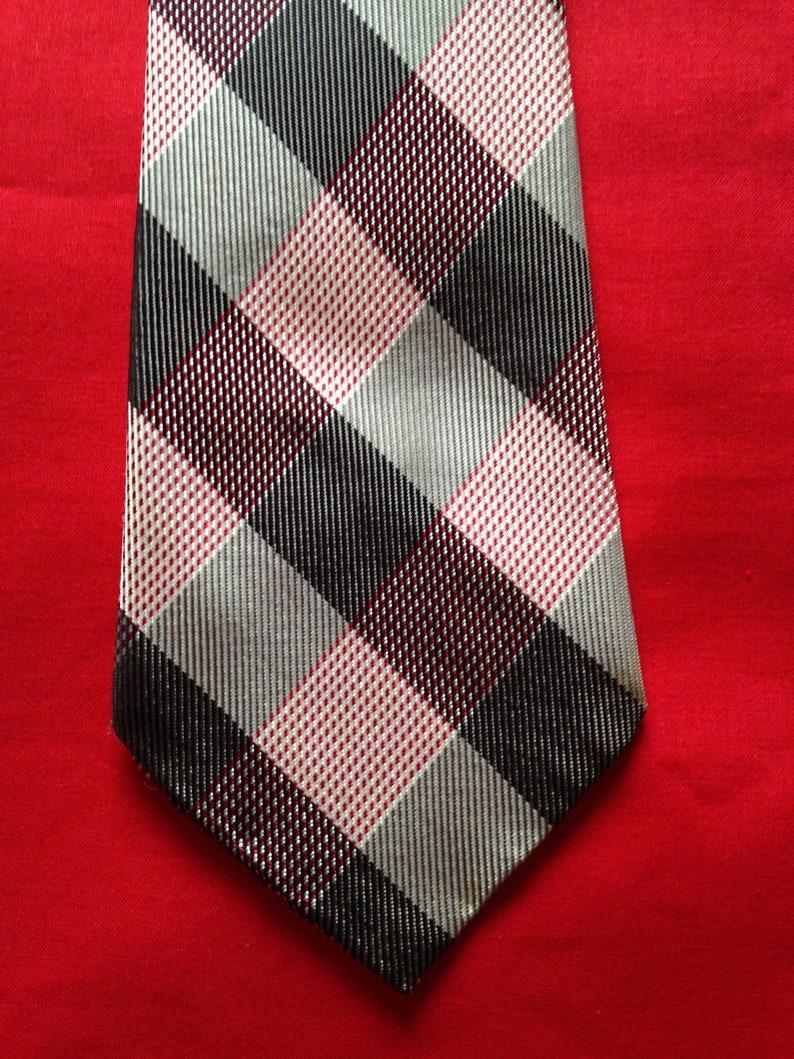 Vintage 1950s 1960s Men's Selftip neck tie in red grey & image 0