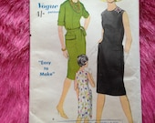 Vintage 1960s Vogue 'Easy to Make' Sewing Pattern no. 5649 for 'one piece' dress.