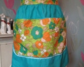Vintage 1950s, 1960s cotton print half apron, pinny. Kitchen, afternoon tea, domestic goddess. vintage tea party.