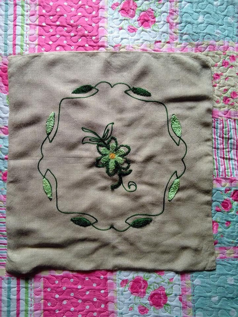 Vintage 1940s 1950s linen hand embroidered cushion cover wirh image 0