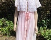 Vintage 1960s, 1970s Pale Pink St Michael Floaty Nylon Robe With White Lace & Ribbon. Nightwear, Lingerie, Glamour, Pin-Up.