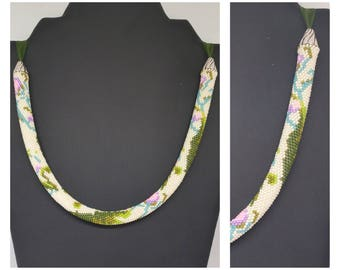 """""""Giverny"""" beads crochet necklace."""