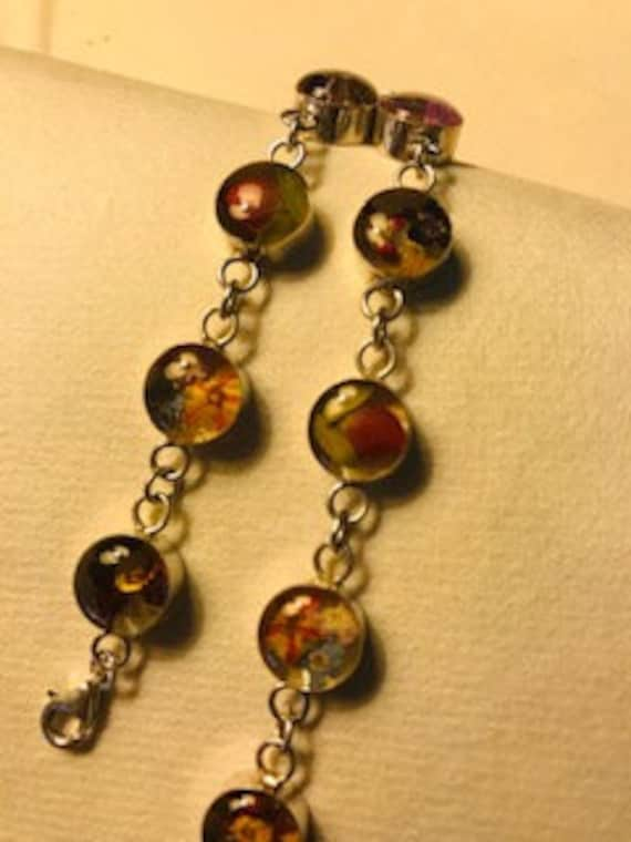 FLOWERS IN RESIN - This is a vintage bracelet, ste