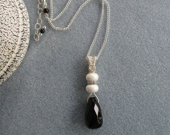 Black Onyx Briolette, Lampwork Glass and Wire Weave Bail Pendant Necklace N129181