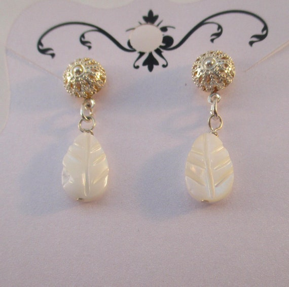 Mother of Pearl Carved Leaf Earrings E626179
