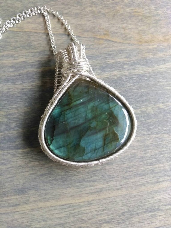 Labradorite Woven Wire Pendant Necklace N214191