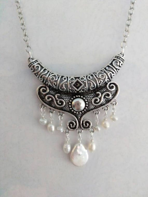 Freshwater Pearl and Scrolling Pendant Necklace N6151721