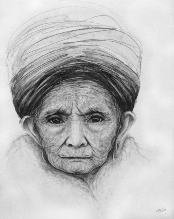 Dessin Realiste De Verticale De Crayon De Femme Agee Utilisant Etsy