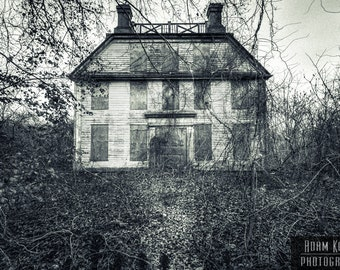 Haunting Abandoned House - Urbex, Urban Decay Photography