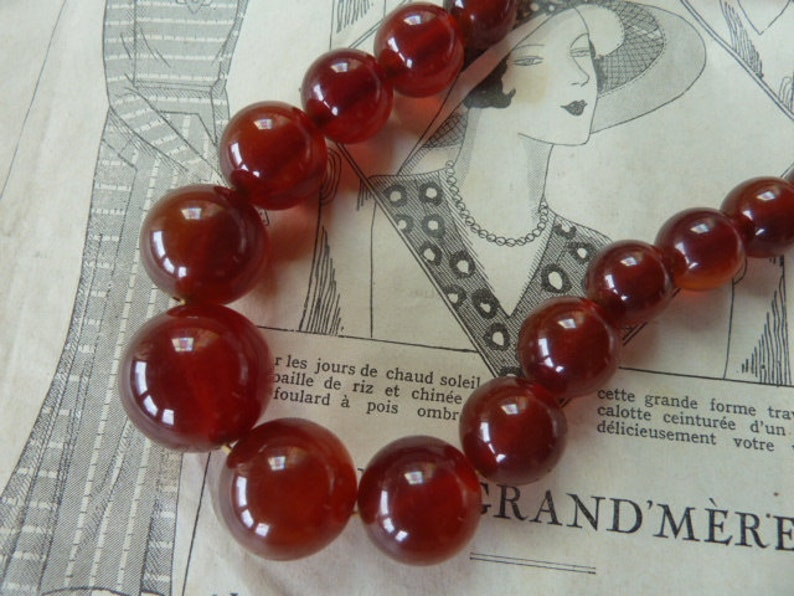 57cm long Tested Vintage Costume Jewelry 1930/'s Art Deco Era Cherry Red or Cognac Bakelite Round Bead Necklace Concealed Clasp