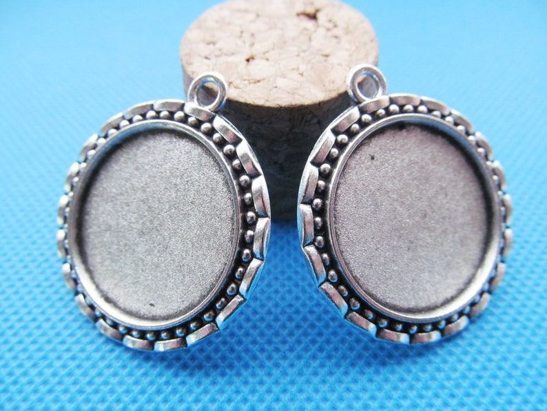 33mmx37.50mm Antique Silver tone Flower Border Base Setting Tray Bezel Pendant CharmFinding,fit 25mm Round CabochonCameo