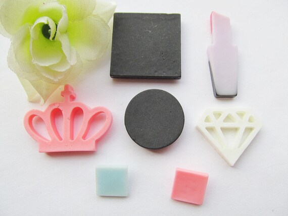23.30mm Very hot and Kawaii Black Pink Resin Round Make up Crown Cabochon Charm Finding,Phone Decoration Kit,DIY Accessory Jewellery Making