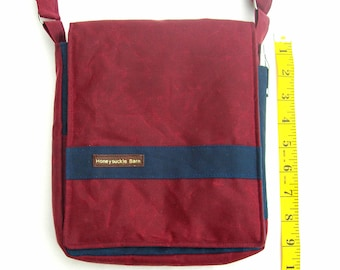 Waxed canvas messenger bag. Small messenger bag. Small messenger purse. Messenger bag. Waxed canvas purse.  Small crossbody.