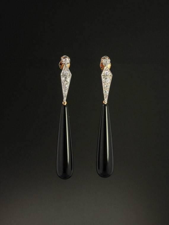 054019484f427 Art Deco 1.26 Ct diamond and onyx drop earrings