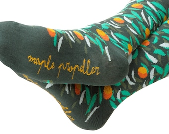 Men's colorful dress socks in green  | peach design