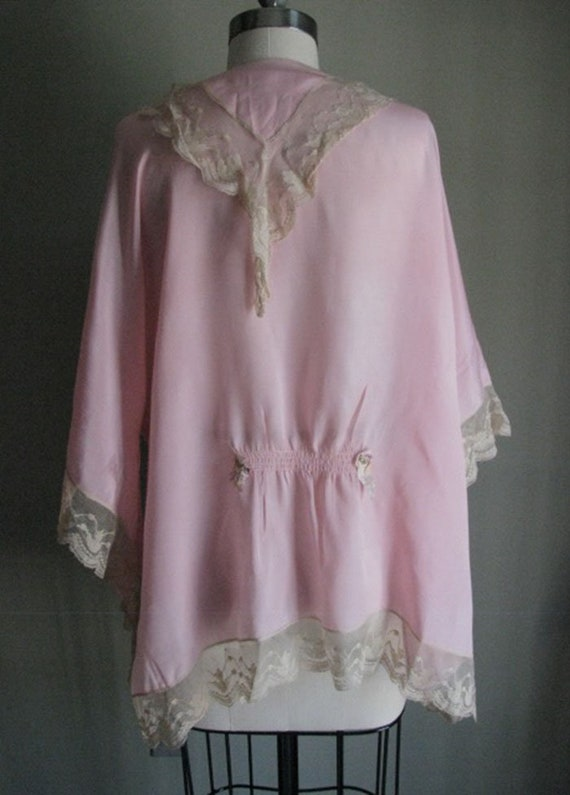 Beautiful vintage 1920s pink silk robe edged in e… - image 4