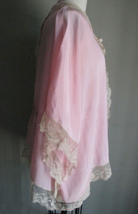 Beautiful vintage 1920s pink silk robe edged in e… - image 3