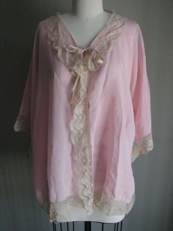 Beautiful vintage 1920s pink silk robe edged in e… - image 2