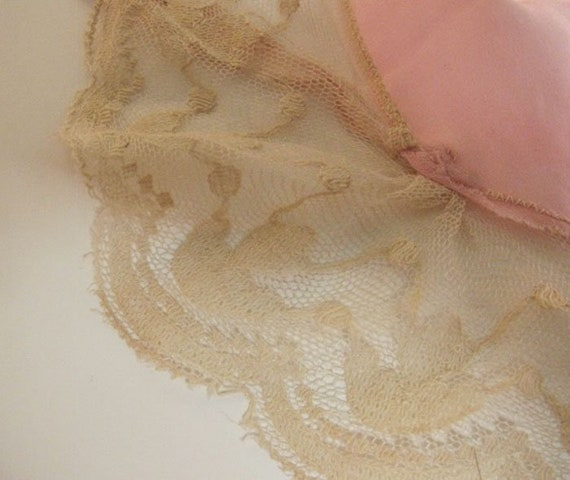 Beautiful vintage 1920s pink silk robe edged in e… - image 9