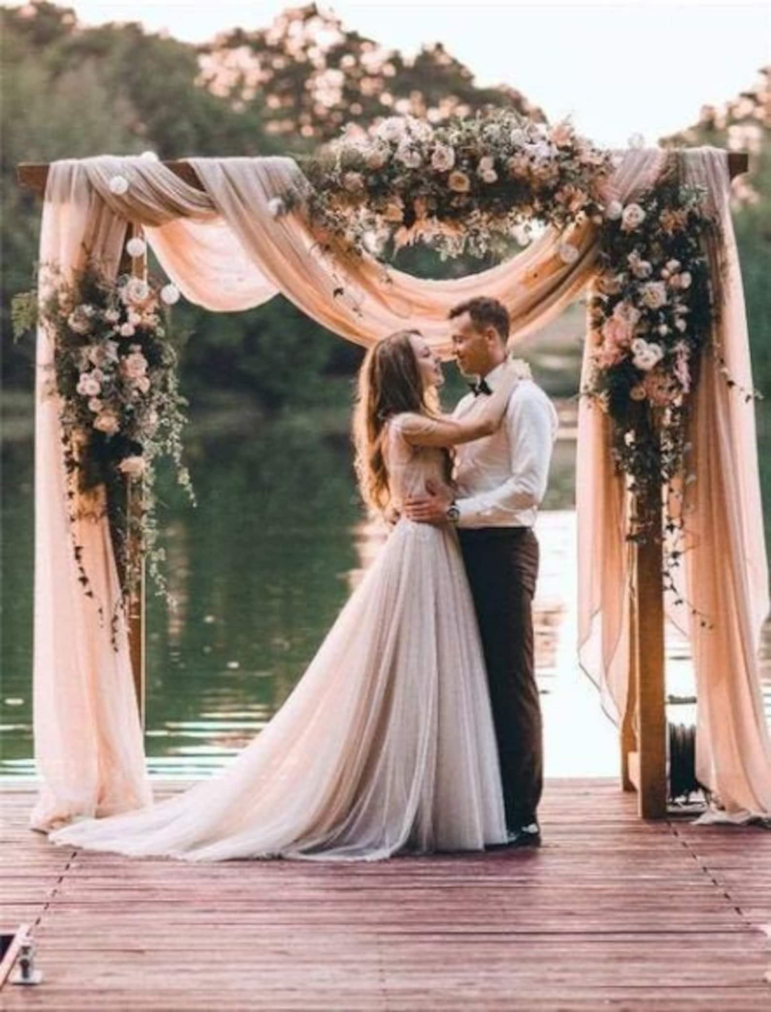 Stoffen für den Hochzeitsbogen