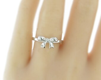 14k solid gold ribbon bow ring. cute bow ring.