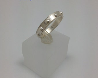 Ring silver with dots