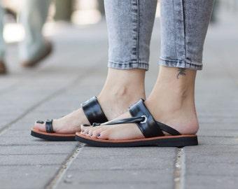 Sandales en cuir noir asymétriques sandales, chaussures d'été, noir sandales, sandales plates, livraison gratuite