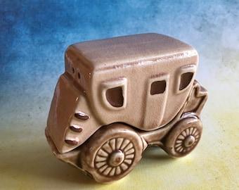 Vintage stagecoach salt and pepper shaker set by Victoria Ceramics Japan