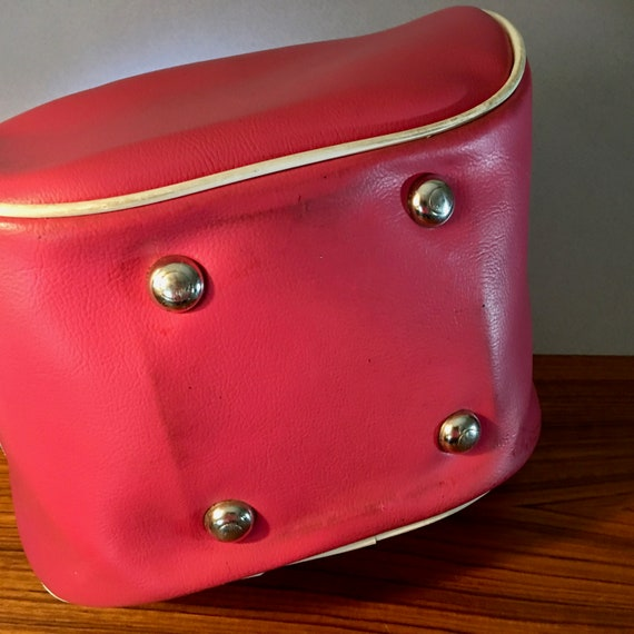 Retro bright pink vinyl bowling bag with blue ato… - image 5