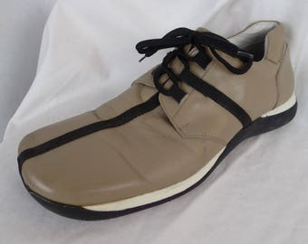 wholesale dealer d1c62 3fd61 vintage 80s MAC DUGAN taupe and black cross detail minimalist mens shoe   futuristic rubber soles Made in Italy  IT42  US mens 8.5-9