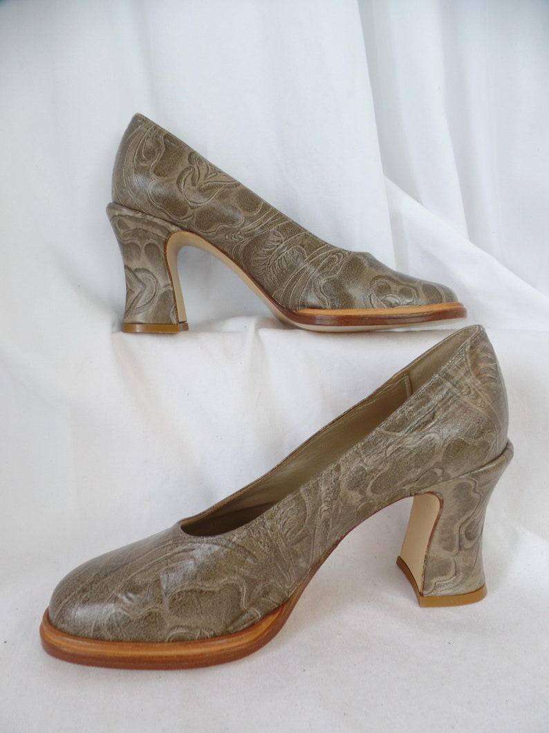 d4e1f7dd4b176 70s vintage MYMA PARIS deadstock tooled leather flared heel pumps/ taupe  and tan leather/Made in France: size FR37- fits US6 women