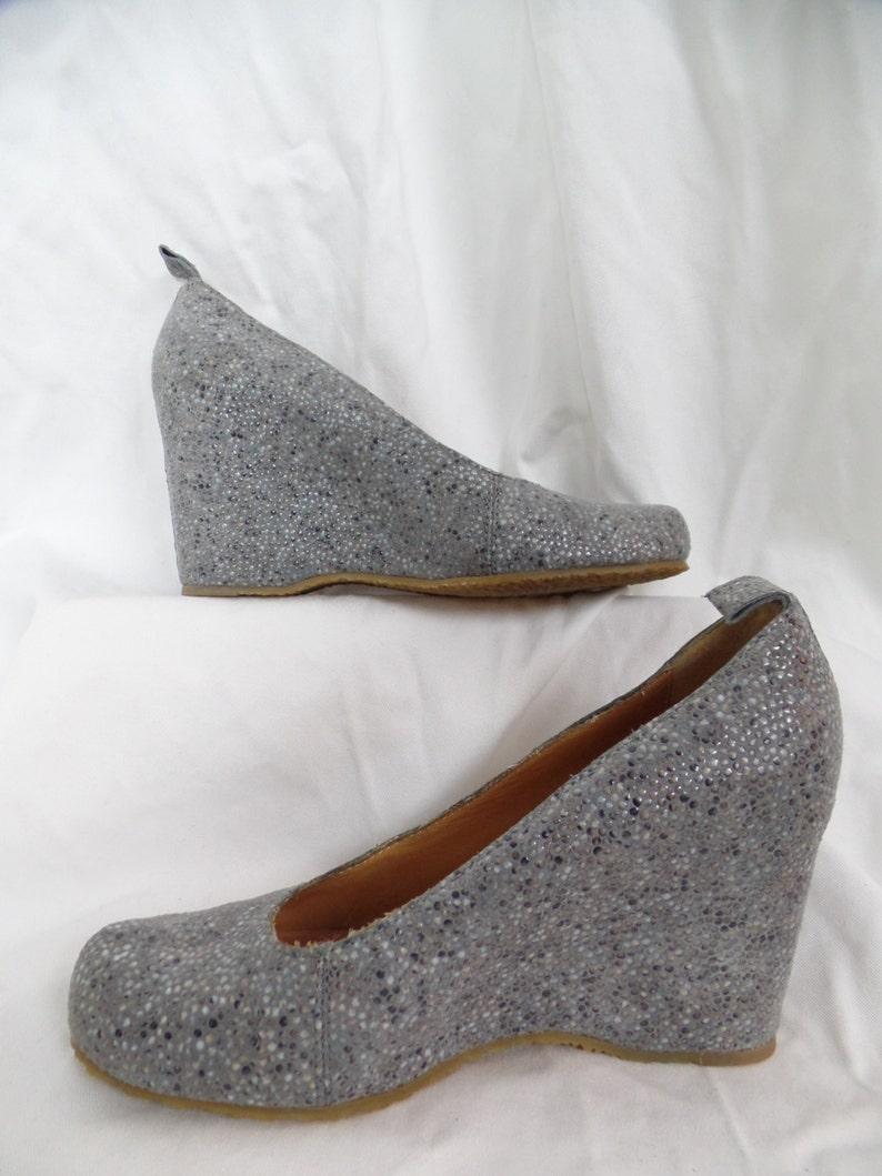 c35861357b67e MAISON MARTIN MARGIELA pebble finish minimalist wedge heel pumps/grey  speckled/ Italy : size 39- fits size 9US