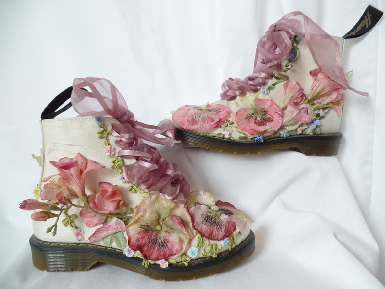 67b3c15568fd0 AMaZING ivory raw silk G T HAWKINS lace up lug sole boots + silk flowers  /deadstock 80-90s /punk white wedding: UK size 5, US woman 7.5