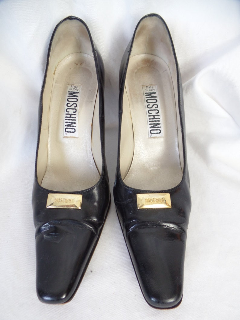 86d66c17913a3 80s MOSCHINO stamped brass cartouche classic black pumps/ made in Italy:  size 36= US 6 narrowish
