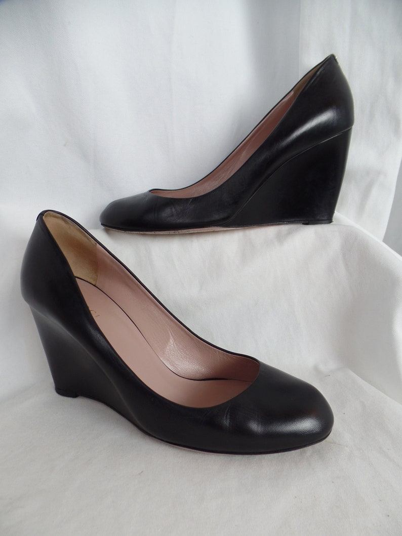 d3dc1a678 Vintage GUCCI elegant round toe black wedge pumps/ GG logo on | Etsy