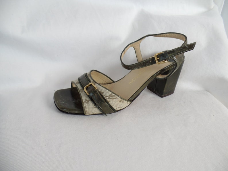 975122c93b34 90s vintage LOUIS VUITTON LV chunky heel sandal  iconic