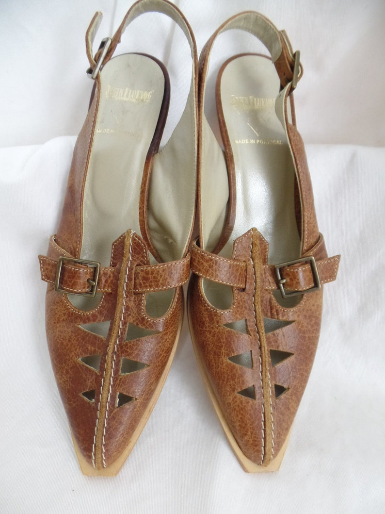 873675591df6 Vintage FLUEVOG pointy toe cut out stop stitched slingbacks