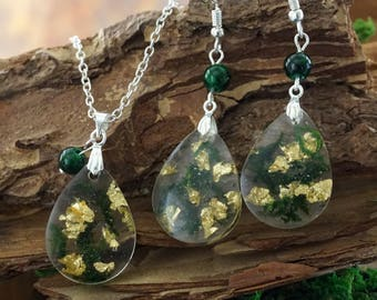 Green and gold necklace Green moss necklace Malachite jewelry Resin necklace Moss earrings Nature jewelry gift for wife Gold flakes jewelry