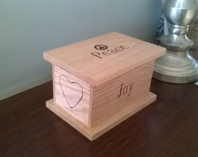 Featured listing image: Keepsake, Jewellery, Memorabilia or Trinket Box made of oak.