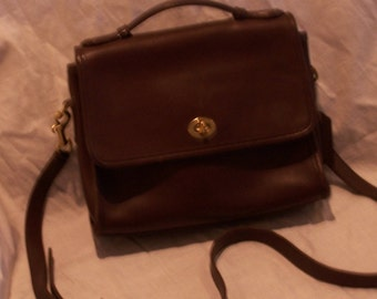 86a3c5be2b9e Vintage 1980 s Dark Brown Coach  9870 Crossbody Purse One Pocket in  Back One Pocket in the Front Zipper Compartment Inside Soho Boho