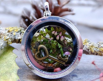 Terrarium necklace,anniversary gift, moss terrarium, inspirational, secret garden locket necklace, romantic necklace, real plant pendant