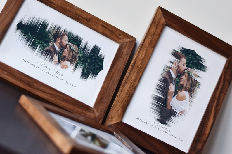 Your wedding picture is currently framed in the old-fashioned form and this brings a boring feeling to you every time you look at it. It's time to renovate it! Turn your voice into a sound wave wall art and it will turn your space into a special sensation.