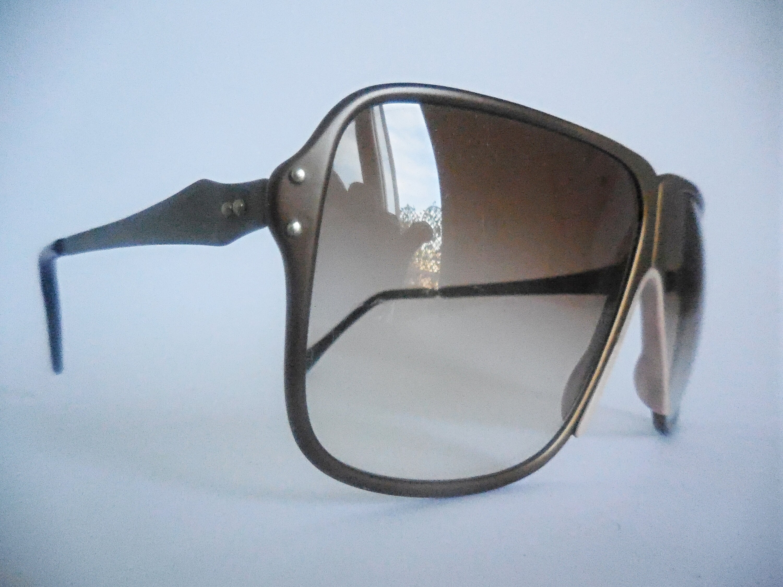 Gafas de sol vintage para hombres originales de los años 70.