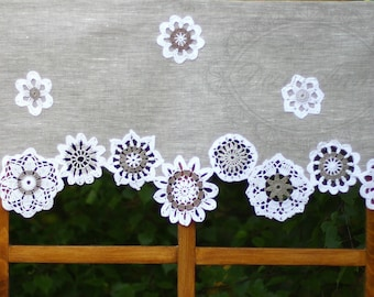 Shabby chic linen curtain with crochet doilies, french cafe curtain, farmhouse country curtain, rustical valance - height 40cm/16in.