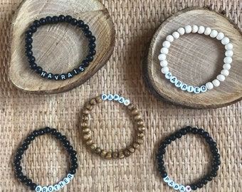 Customizable bracelet in wooden beads and letter beads