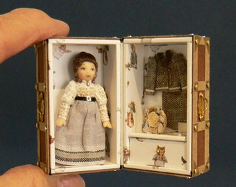 1:12 Scale Dollhouse Beatrix Potter Dolls' Doll In A Trunk
