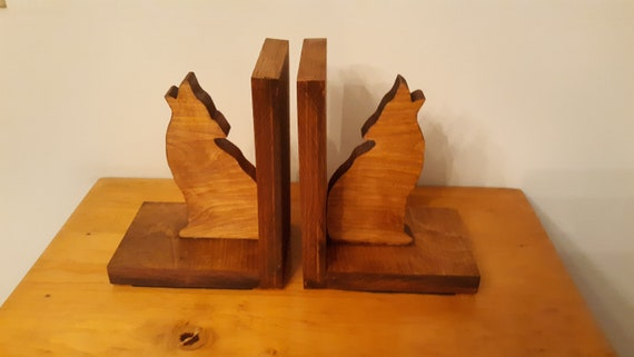 Bookends wolf